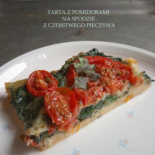 Tarta z pomidorami na spodzie z czerstwego pieczywa