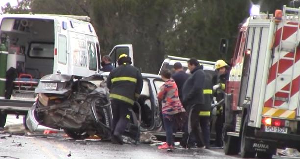 Camión cisterna con 35.000 litros de nafta chocó con un Mercedes Benz en la ruta 3