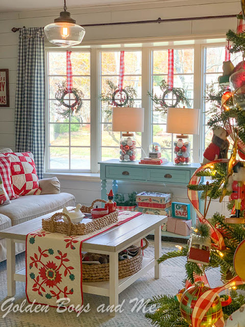 Colorful cottage style Christmas decor - www.goldenboysandme.com
