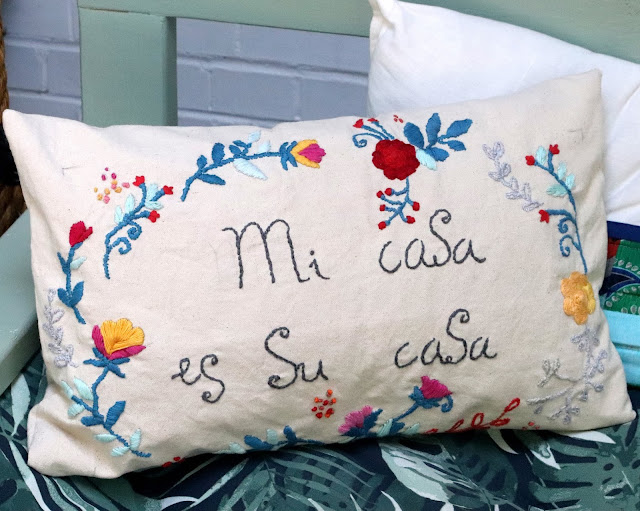 embroidered cushion mi casa  es su casa