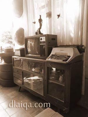 televisi dan mesin tik