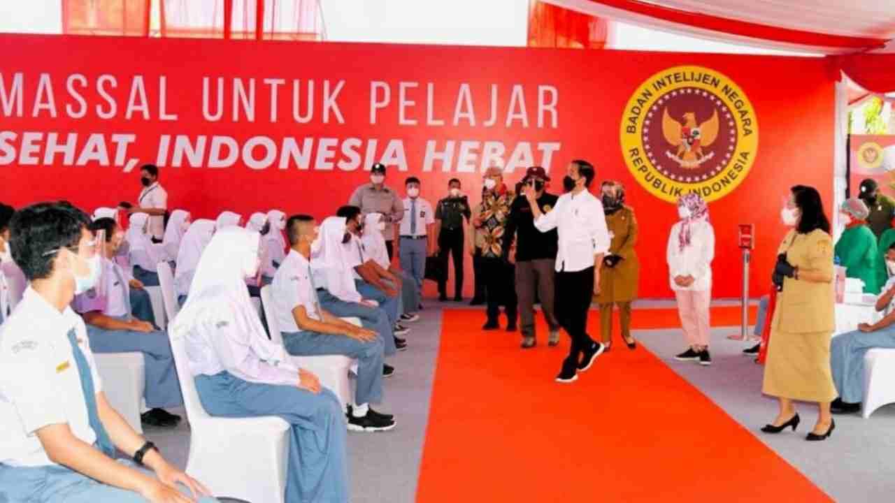 Presiden Jokowi Tinjau Vaksinasi Pelajar SMA Sekabupaten Sukoharjo
