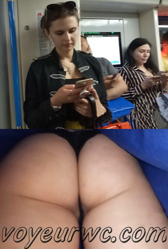 Upskirts 4146-4155 (Secretly taking an upskirt video of beautiful women on escalator)