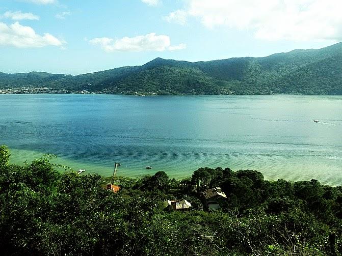 Lagoa da Conceição vista do mirante da Praia Mole, em Florianópolis