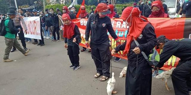 Demo Bawa Bebek, Serikat Pekerja Tuntut Batalkan UU Ciptaker atau Jokowi Mundur