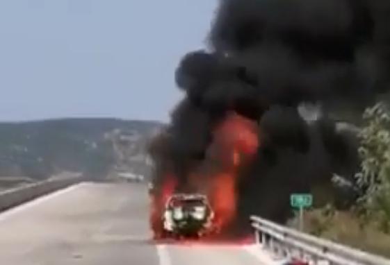 Φωτιά σε αυτοκίνητο στην Ιόνια οδό video