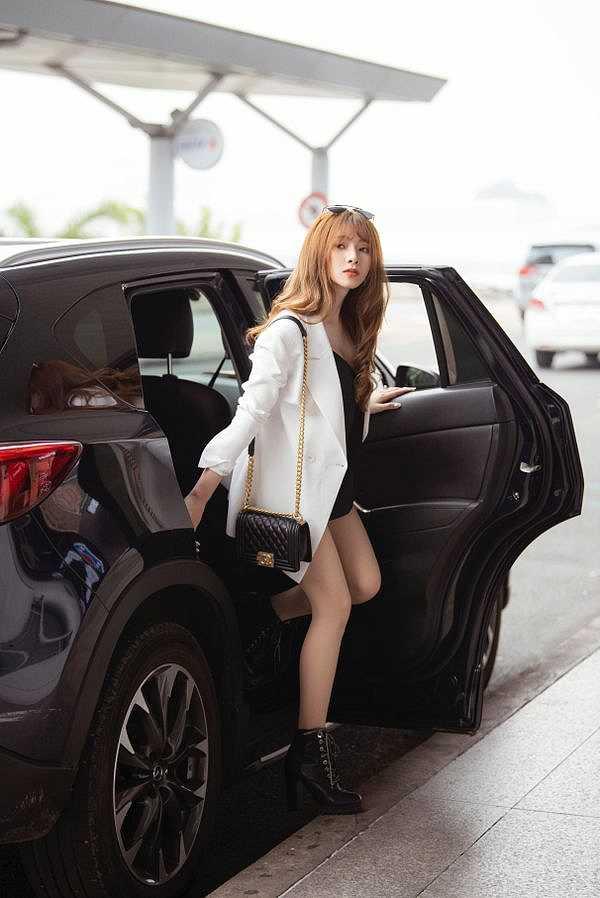 """Fan Việt phấn khích ngỡ """"nữ hoàng gợi cảm"""" HyunA sang Việt Nam, nhưng sự thật là…"""