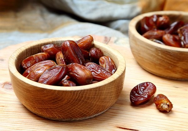 What are the benefits of eating dates on an empty stomach?