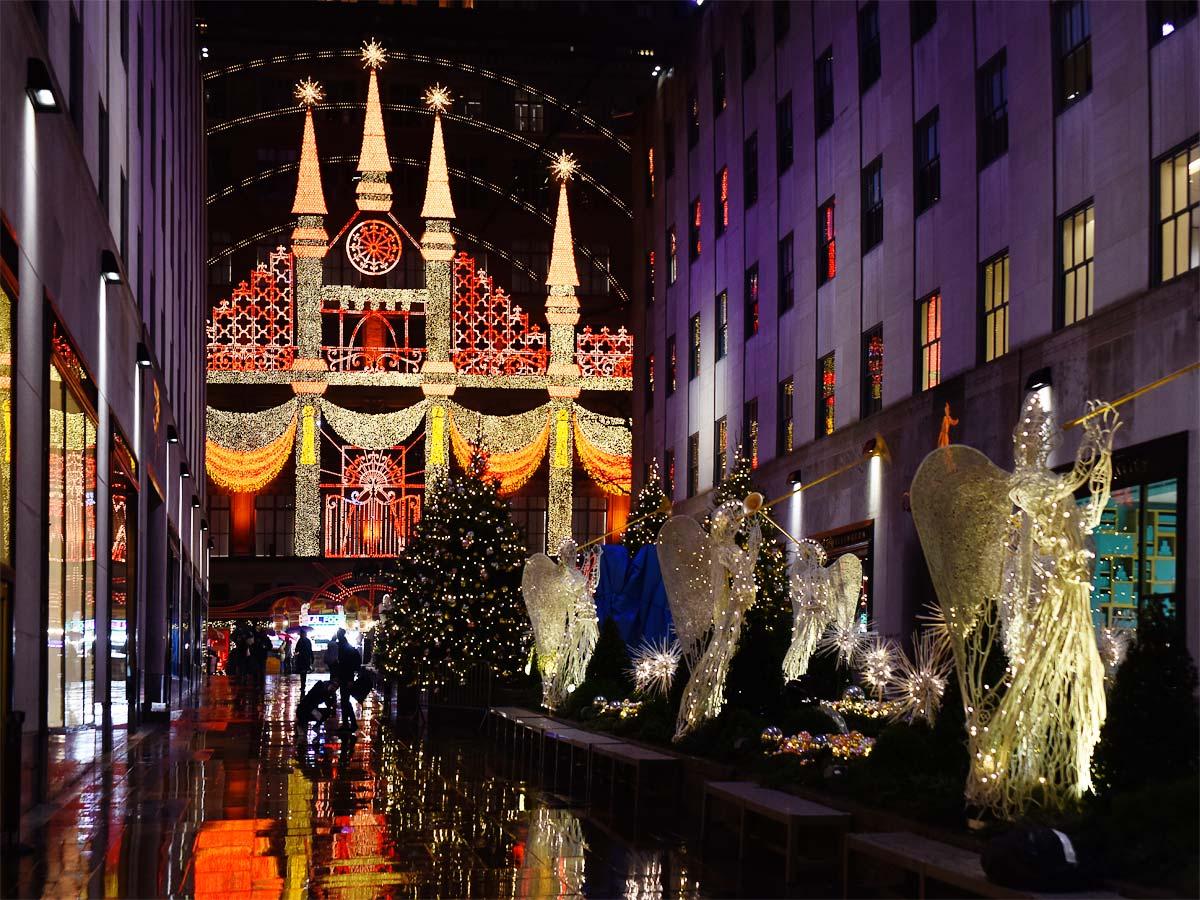 2018 new york christmas display saks