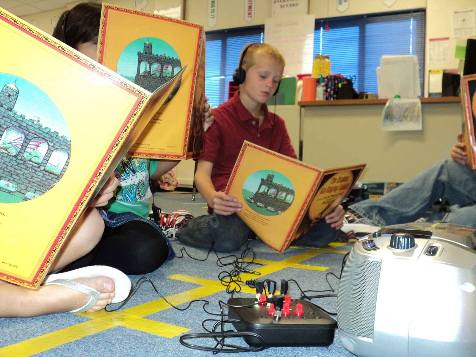 School Listening Centers And Stations With Head Phones