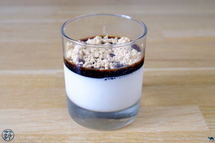 Le Chameau Bleu - Blog Voyage et Cuisine - Recette Japonaise de Panna Cotta au sirop de Kuro Sato et Kinako