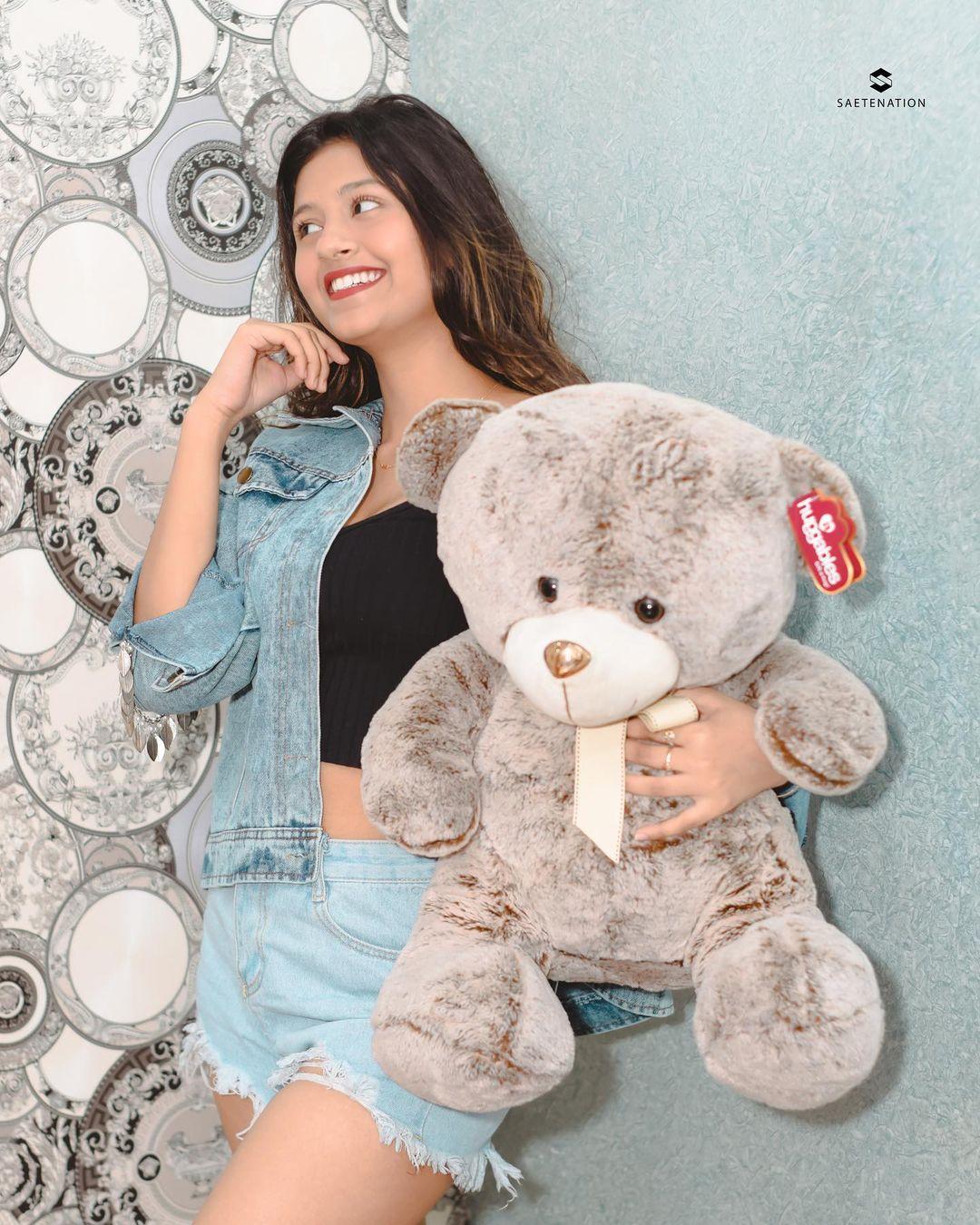 Anjali Arora with teddy photo