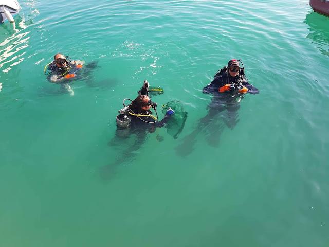 We Dive We Clean: 400 κιλά απορριμμάτων από το λιμάνι του Κιάτου ανέσυραν εθελοντές δύτες