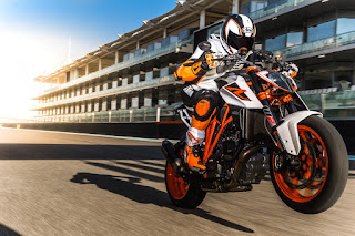 KTM_1290_SUPER_DUKE_R_wheelie