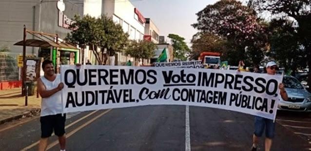 CAMPO MOURÃO: CERCA DE 1,5 MIL PESSOAS REALIZAM MANIFESTAÇÃO PRÓ-BOLSONARO
