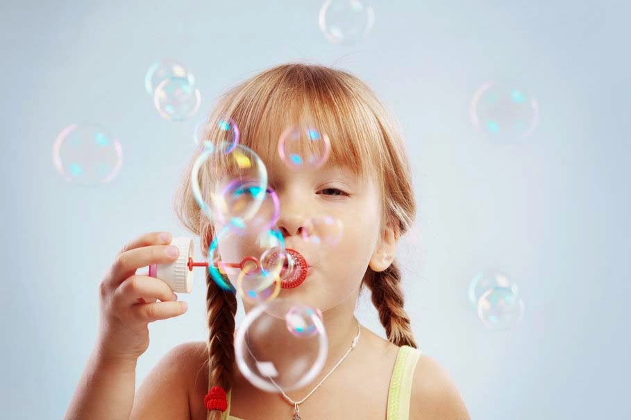 cute-little-girl-bubbles-joy-pic