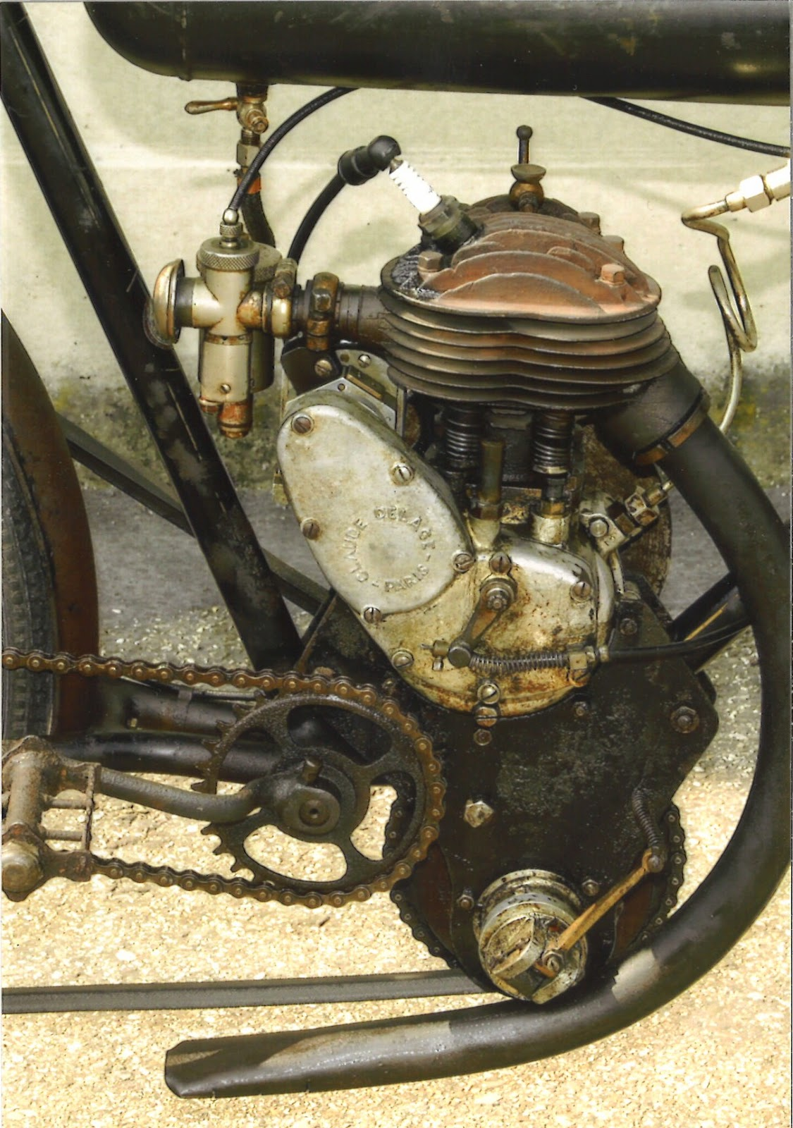 Claude Delage  motobici  sottocanna