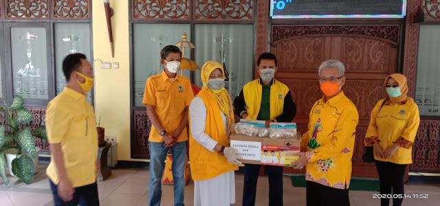 Pemkot Metro Dapat Bantuan APD dari DPP Golkar Lampung