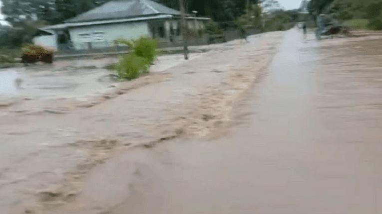 Puisi Banjir Tangis