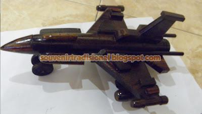 Miniatur Pesawat Unik Model F16 Hitam