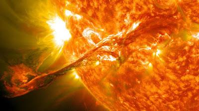 Alertan de una intensa tormenta solar que golpeara la Tierra durante varios días