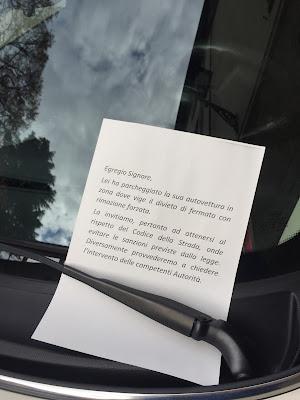 Bergamo sign: Egregio Signore, parking.