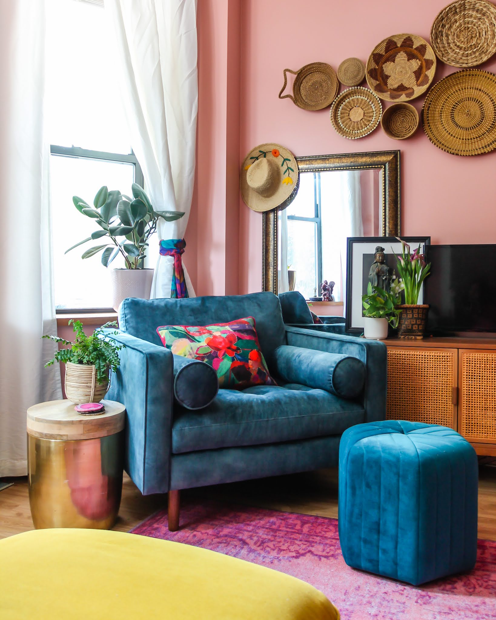 blue velvet chair // colorful homes // pink living room //reading nook ideas // home decor // maximalist // NYC apartments // colorful maximalist // small space homes // living room decor Ideas // colorful living room // pink and blue living room // basket wall
