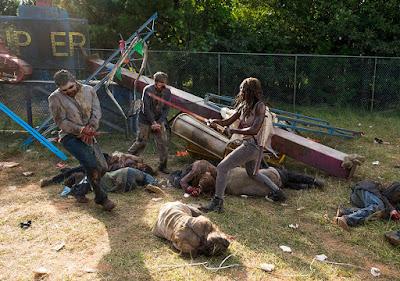 Alcuni Zombie hanno le mani legate: cosa avrà fatto cadere l'avamposto militare?