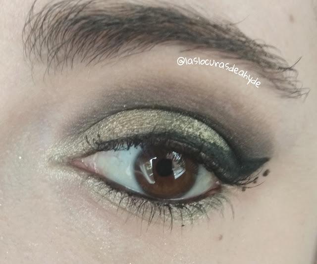 maquillaje de ojos en tonos amarillos y verdes pastel metalizado