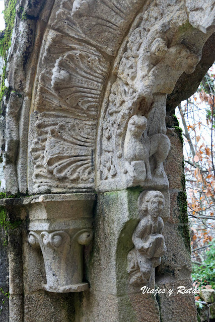 Detalle de la portada de acceso al monasterio de Sta Cristina