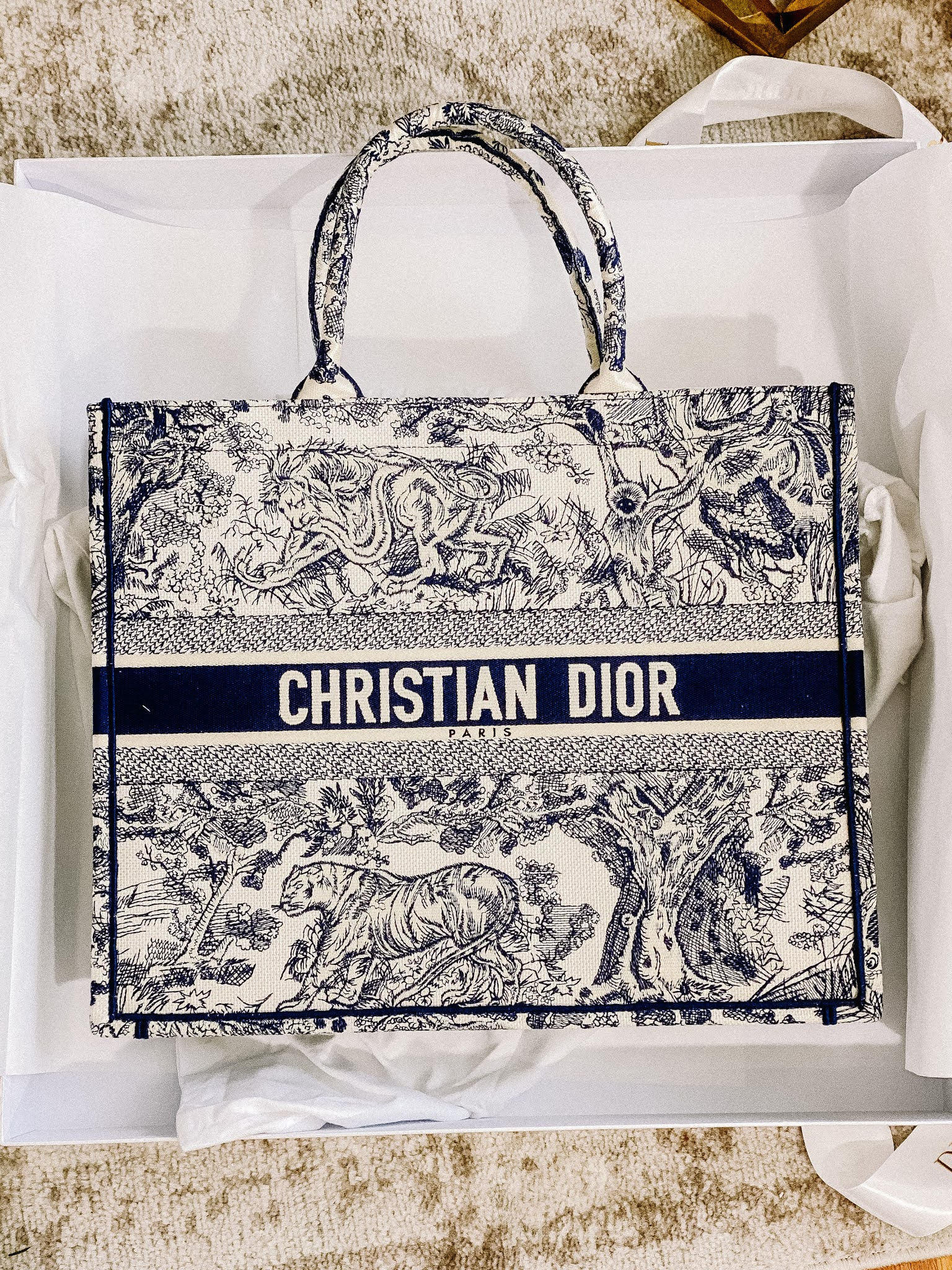 https://www.dior.com/en_us/womens-fashion/bags/dior-book-tote?a_aid=5f77305bbf34e