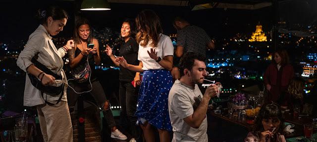 Archivo: Jóvenes de fiesta en Tiblisi, Georgia.UNDP/Mackenzie Knowles-Coursin