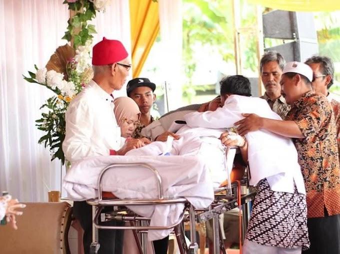Mbrebes Air Mata! Viral Bapak Sakit Keras Naik Ambulans ke Perkawinan Anak