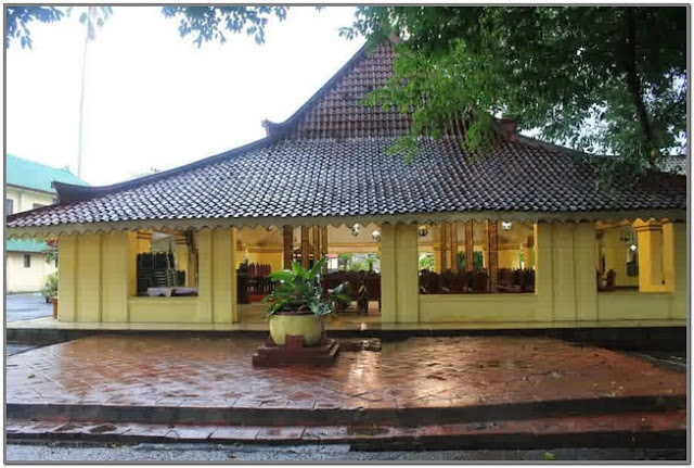 Museum Keraton Sumenep;10 Destinasi Wisata Populer di Madura;