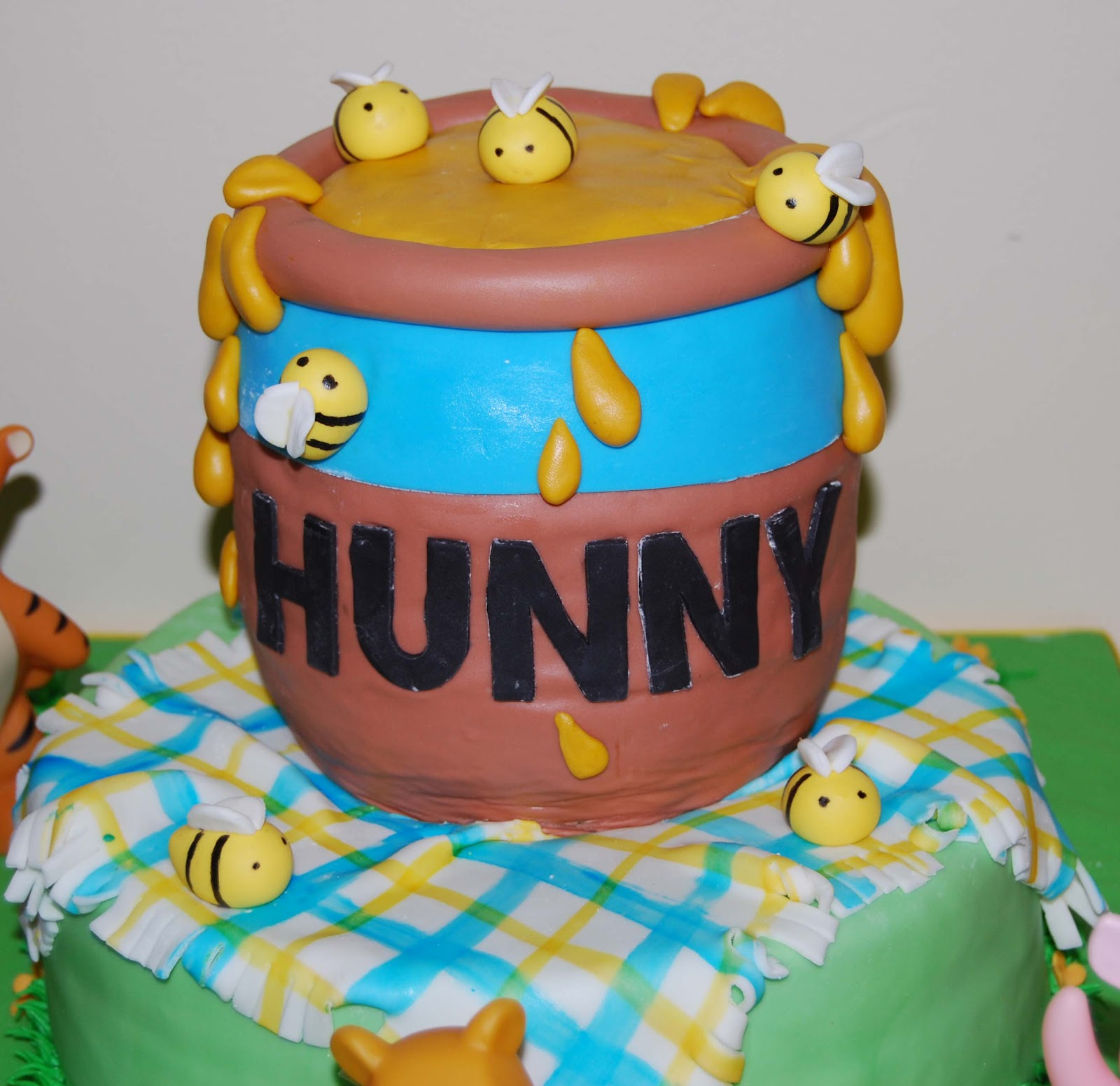 How To Make A Winnie The Pooh Hunny Pot Cake