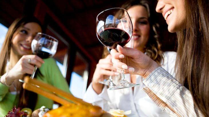 Uống rượu dù ở mức độ ít, vừa hoặc nhiều đều liên quan đến tăng nguy cơ ung thư