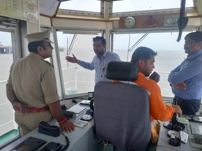 જીલ્લાના પોલીસ અધિક્ષકશ્રી સૌરભ તોલંબીયા મુંદ્રા પોર્ટ ની મુલાકાતે