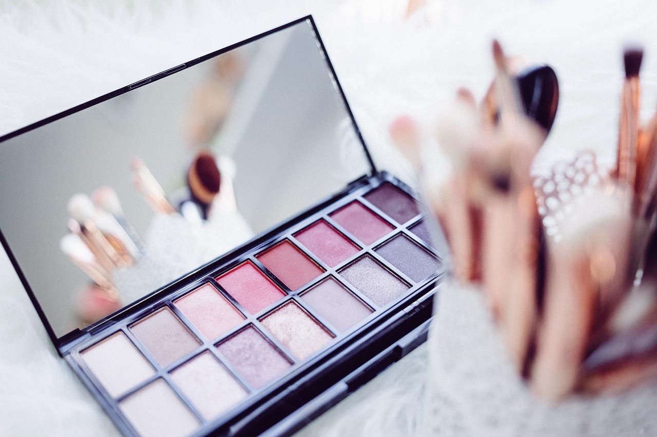 Organizacja: jak uporządkować kosmetyki kolorowe?