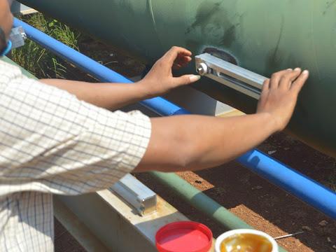 Pengetesan Aliran Air Laut dengan Portable Flow Meter