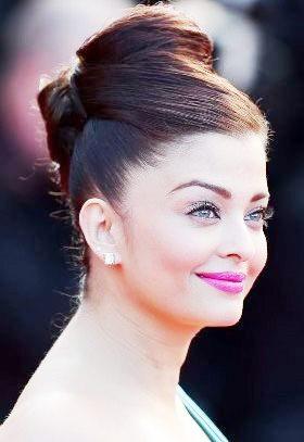 Aishwarya Rai - Hairstyle of Famous Indian Ladies