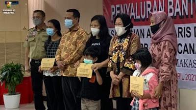 Mentri Sosial Menyerahkan Piagam dan Santunan Kepada Ahli Waris Korban Penembakan KKB
