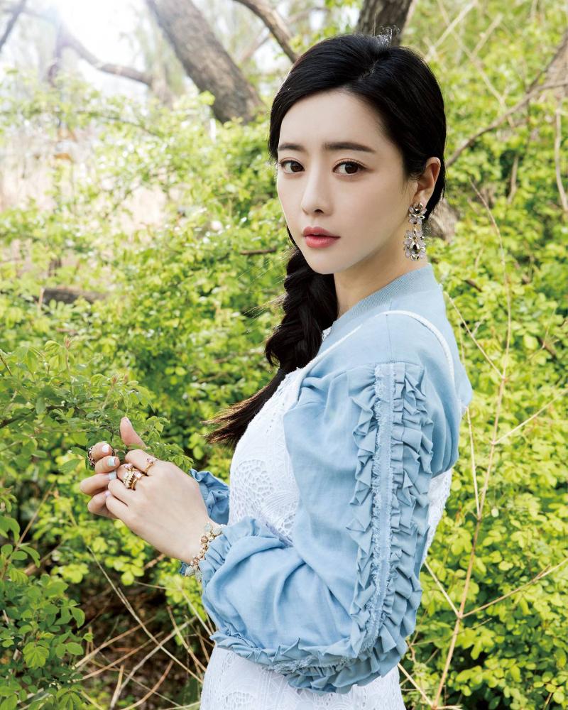 wajah manis dan seksi artis korea selatan Hong Soo Ah
