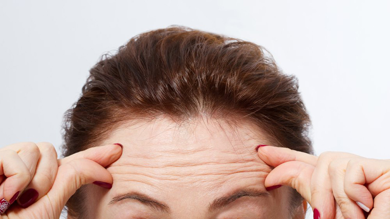 The secret to hiding forehead wrinkles with makeup