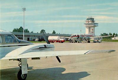 Postal del aeropuerto de Asturias de la editorial Alce del año 1969