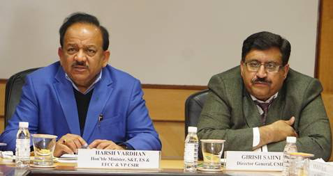 Dr. Harsh Vardhan addressing the meeting on non-polluting firecrackers.  DG, CSIR, Dr. Girish Sahni