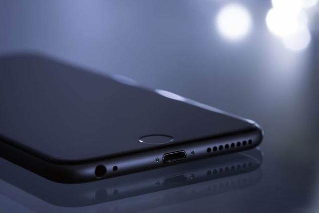 ايفون 8 بطارية اكبر ايفون برو شاشة بدون حواف OLED