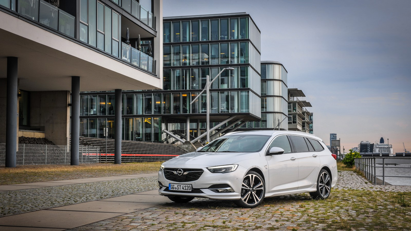 Opel Insignia Gains New 210ps Twin Turbo Diesel Engine