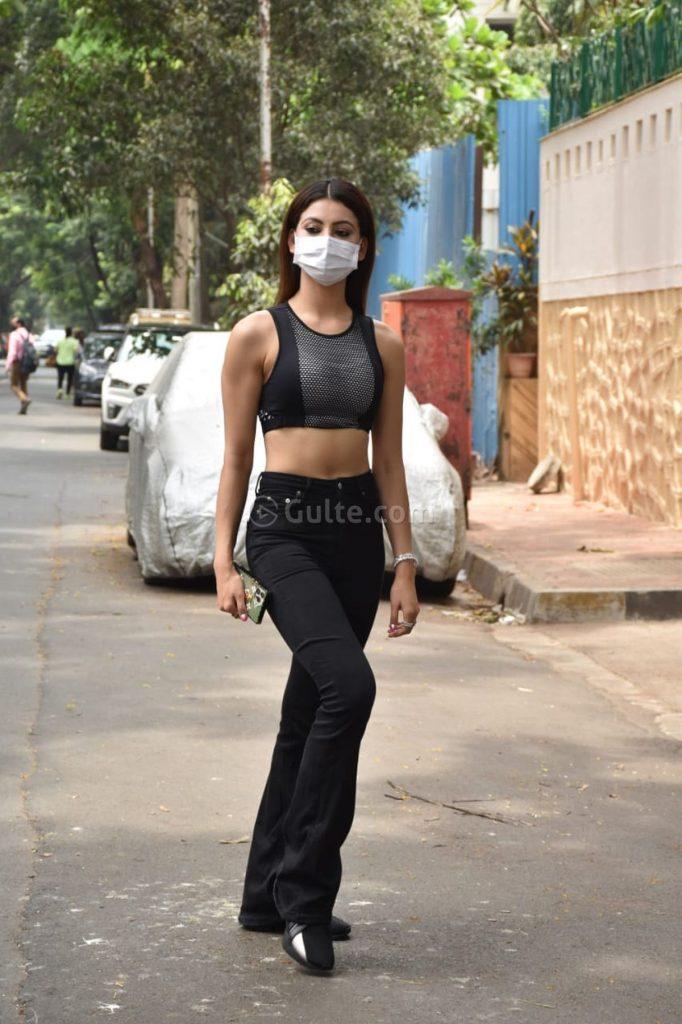 Actress Gallery: Urvashi Rautela Shows in Black Denim In Style