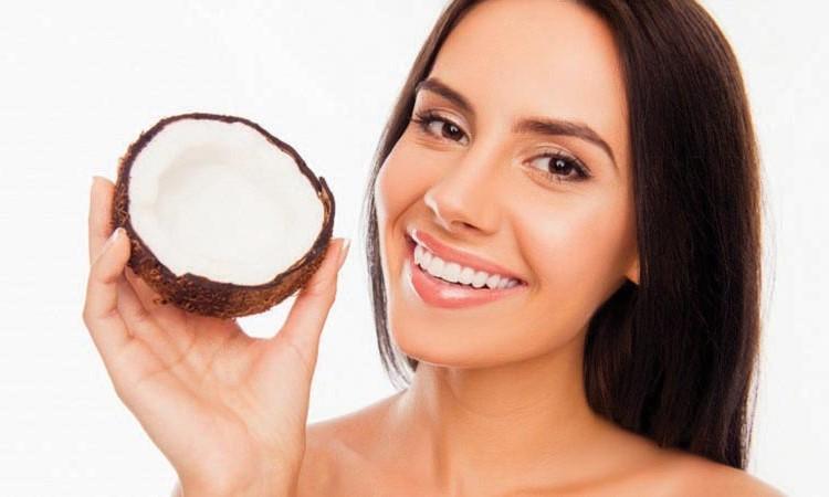 Cách sử dụng dầu dừa tốt cho da mặt giúp chị em đẹp mỗi ngày