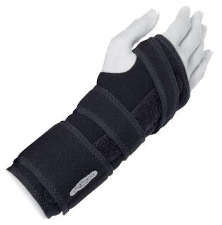 attelle FlexiForm semi-rigide pour poignet de chez DJO
